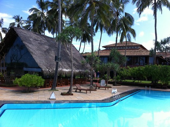 Ranweli Holiday Village: swimming pool with bar