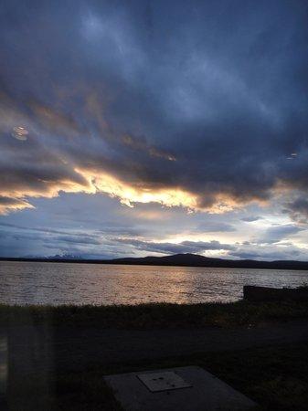 The Singular Patagonia: Atardecer desde comedor 10 pm