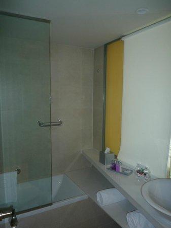 Ibis Barcelona Meridiana: Salle de bain