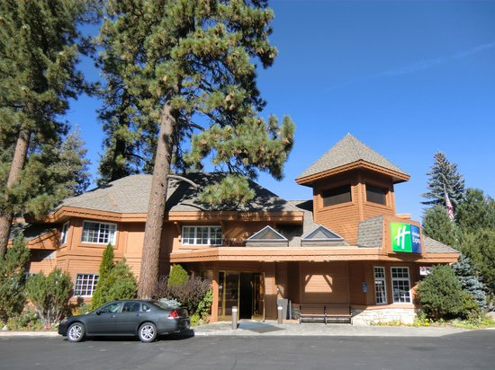Holiday Inn Express South Lake Tahoe: Aussenansicht mit Lobby