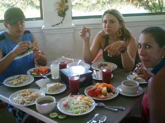 Sol Caribe San Andres: almuerzo en el hotel sol caribe campo