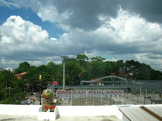 The Explorer Hotel: Dataran Pahlawan view