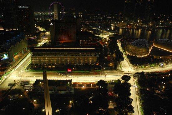 Swissotel The Stamford Singapore: Amazing View of F1 Marina Street Circuit.