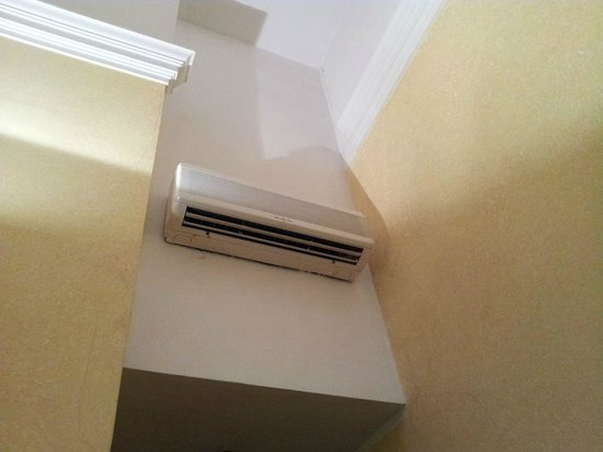 Hotel de la Pace: Aire acondicionado - Calefacción ruidosa