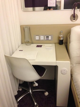 YOTEL New York: desk in CABIN