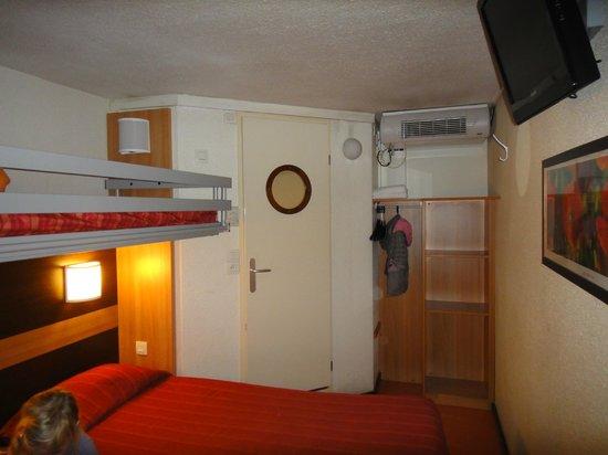 Premiere Classe Mlv - Torcy : Chambre de trois lits simples