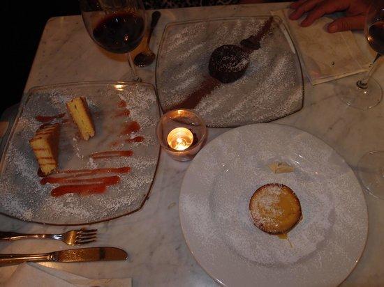 Cantina Del Vecchio: Delizie di Limoncello with strawberry sauce, tortino di ciocolato bianco e nero