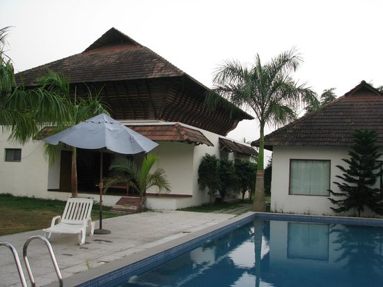 Manor Backwater Resort: Swimming Pool
