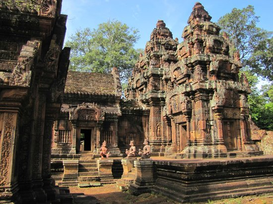 Derleng Tours: Beautiful Banteay Srei.