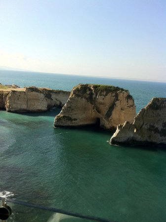 Gefinor Rotana Hotel: Pigeon point is a 1/2 hour walk from the Hamra shopping area.