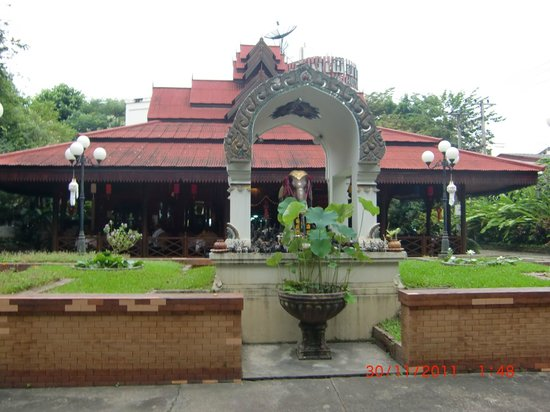 Chang Puak Hotel: Entrance