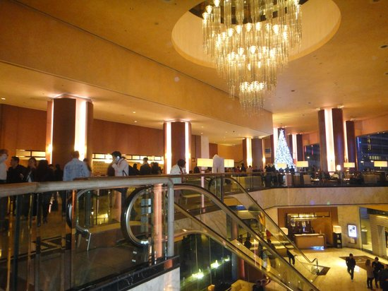 Renaissance Hong Kong Harbour View Hotel: Lobby