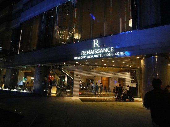 Renaissance Hong Kong Harbour View Hotel: Hotel entrance