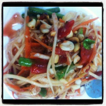 May Kaidee's Cooking School: Papaya salad