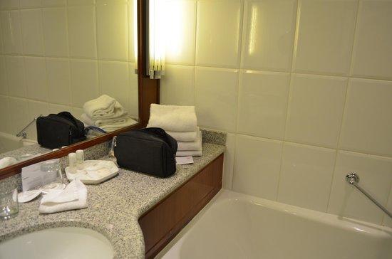 Le Meridien Etoile: bathroom