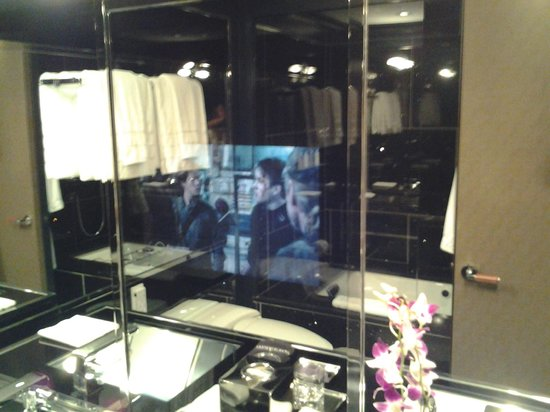 ‪‪The Chatwal, A Luxury Collection Hotel, New York‬: TV in the mirror‬