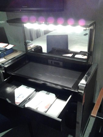 The Chatwal, A Luxury Collection Hotel, New York: desk