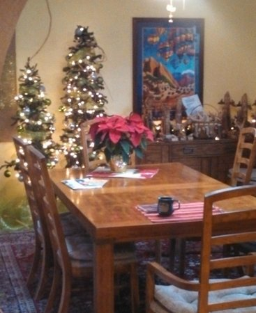 Chocolate Turtle Bed and Breakfast: Dining Room
