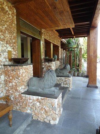 โรงแรมปูริ แบมบู: entrée de l'hotel