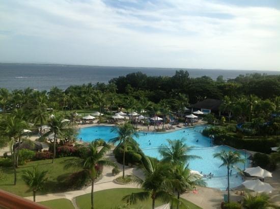 Shangri-La's Mactan Resort & Spa : great pool!