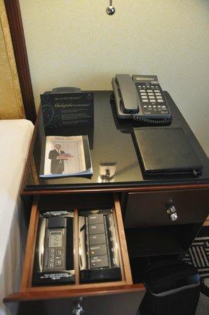Hotel Adlon Kempinski: Telefon + Steuerung für das Licht und die Klimaanlage