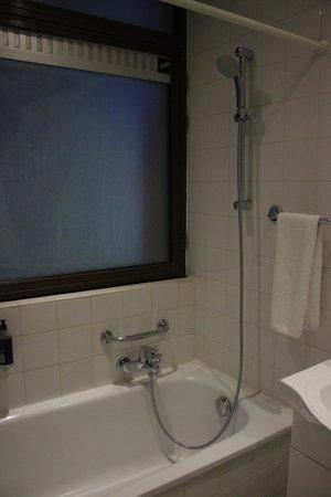 Hotel Siru: Banheiro