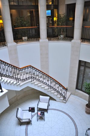 Hotel Adlon Kempinski: Treppe runter zum Spa
