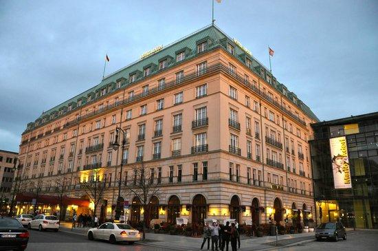 โรงแรมแอดลอน เคมปินสกี: Adlon