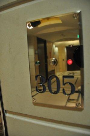 โรงแรมแอดลอน เคมปินสกี: Executive Zimmer Nr. 305 mit Klingel