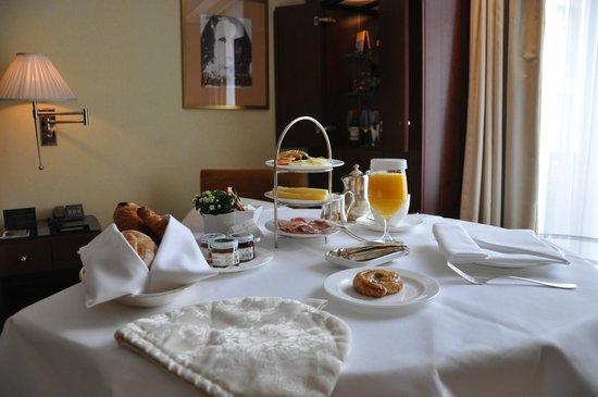 Hotel Adlon Kempinski: Frühstück auf dem Zimmer