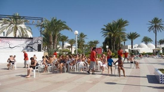 El Mouradi Djerba Menzel: Mid-day game! musical chairs :)