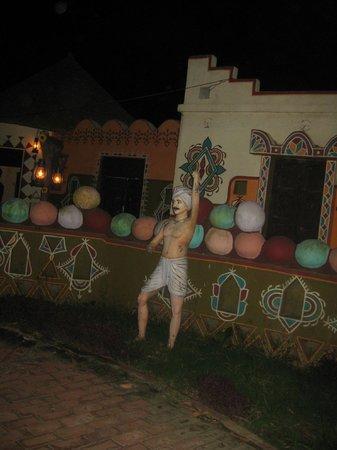 Chokhi Dhani: snake show