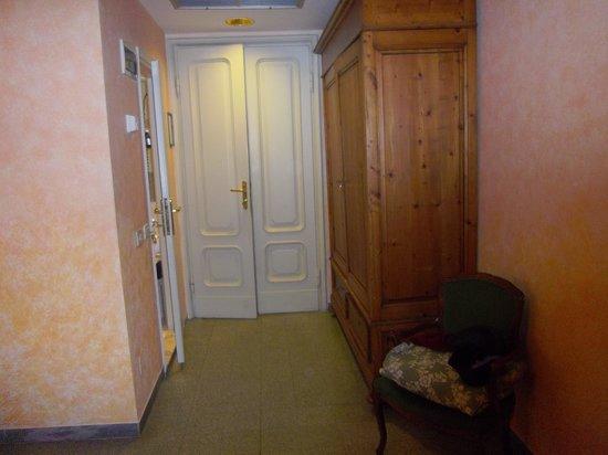 Hotel Orto De Medici: Entrada a la habitación nº 37