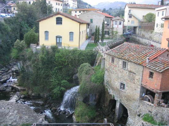Mulino ad Acqua: Old watermill and creek