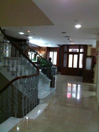 Hotel San Sebastian Hospederia: ESCALERA DE SUBIDA A HABITACIONES
