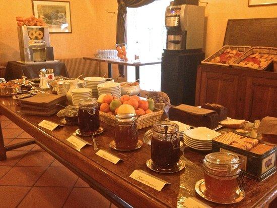 Le Relais Fleuri : Buffet petit déjeuner