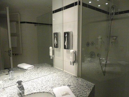 Holiday Inn Berlin City Center East-Prenzlauer Allee: bagno