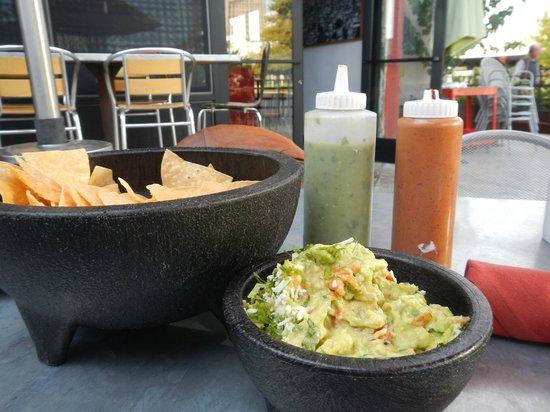 Gallo Blanco Cafe: Made to order Guacamole