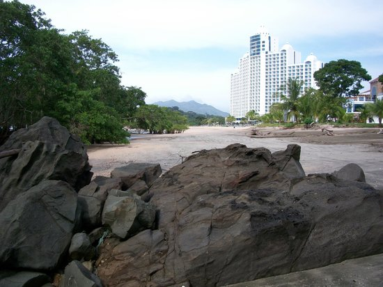 The Westin Playa Bonita Panama: Low tide at end of beach