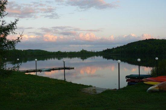 Le Manoir du Lac Delage: Tramonto sul lago