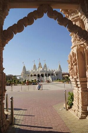 Shree Swaminarayan Temple Bhuj: beautiful gateway to temple