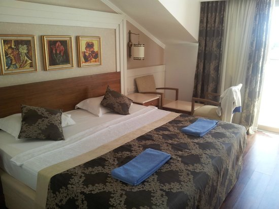 Alba Queen Hotel: double room with king sized bed