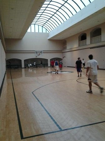 The Houstonian: basketball court