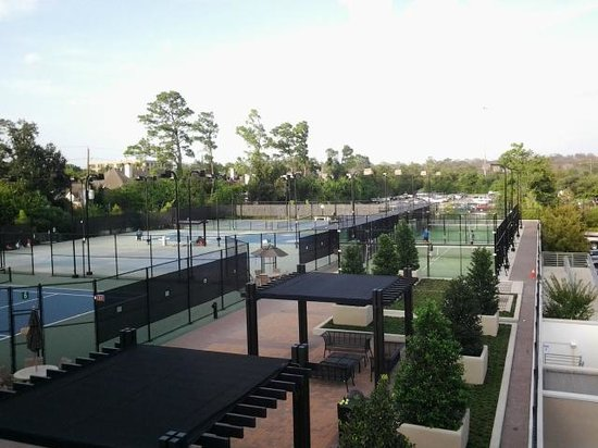 The Houstonian: tennis courts