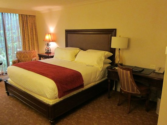 The Houstonian: room