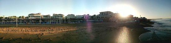 Alba Queen Hotel: hotel & beach