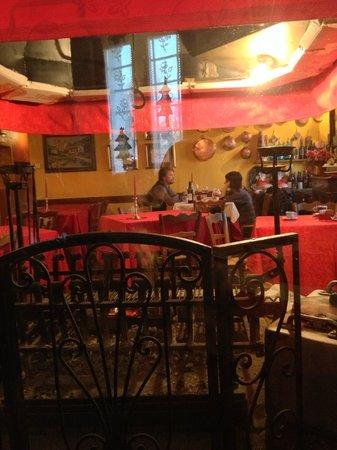 Trattoria al Forno: Sala ristorante dietro al camino