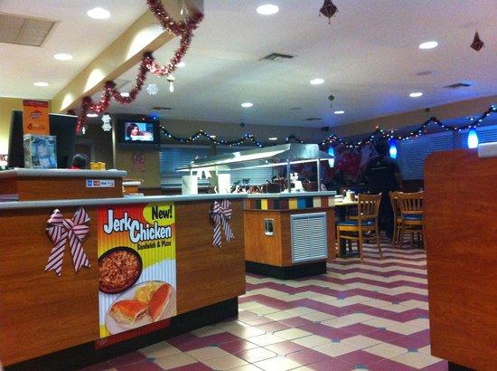 Pizza Hut: Good clean restaurant