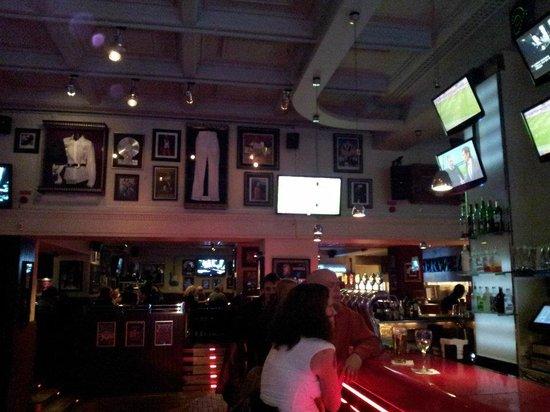 Hard Rock Cafe: interior