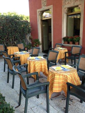 هوتل فيلا أستوريا: Breakfast area